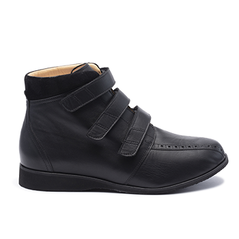 061 Black leather